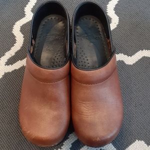 Dansko Medum Brown Leather Clog 36